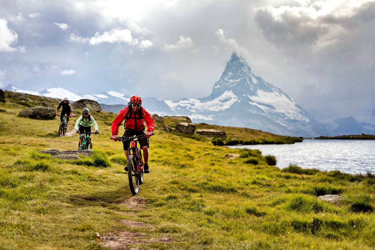 Mtb All Mountain Enduro Svizzera Zermatt Cervino Matterhorn Copyright Zermatt Tourismus photo Pascal Gertschen