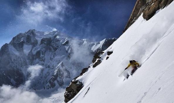 sci snowboard freeride courmayeur monte bianco neve ph credit luca zattoni every damn weekend